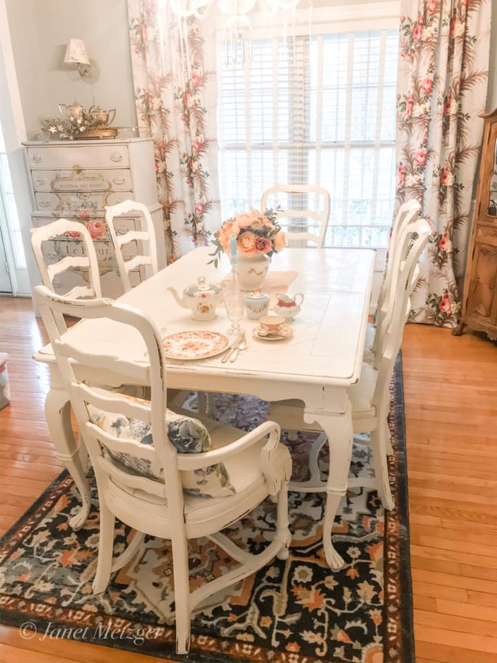 A Dining Room Set With Chalk Paint, Where Can I Donate A Used Dining Room Set