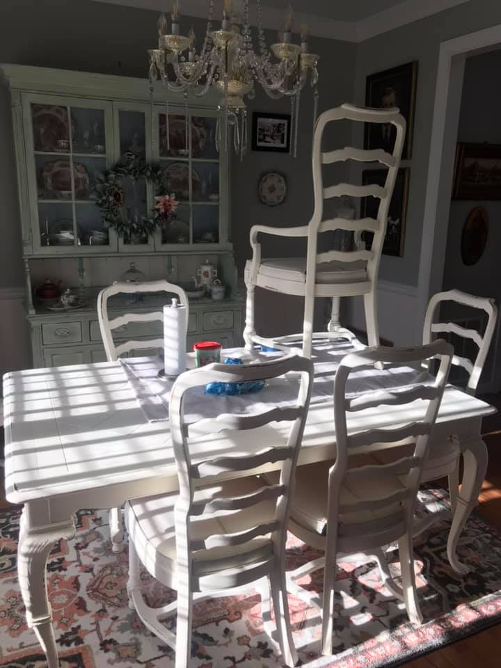 A Dining Room Set With Chalk Paint, How To Paint A Dining Room Table With Chalk Paint